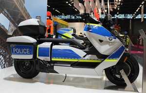Le scooter électrique BMW CE 04 déjà en version police