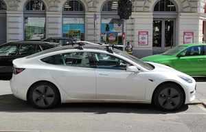 La Tesla Model3 nettement devant la Zoé en France