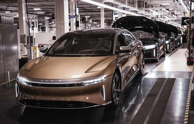 limousine électrique Lucid Air sur la chaine de production à l'usine de Casa Grande en Arizona