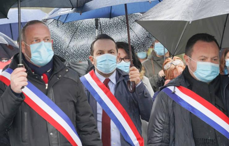 manifestation à Douvrin pour le maintien de l'usine de fabrication de moteurs