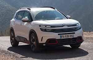 Marché auto: l'hybride rechargeable a battu l'électrique