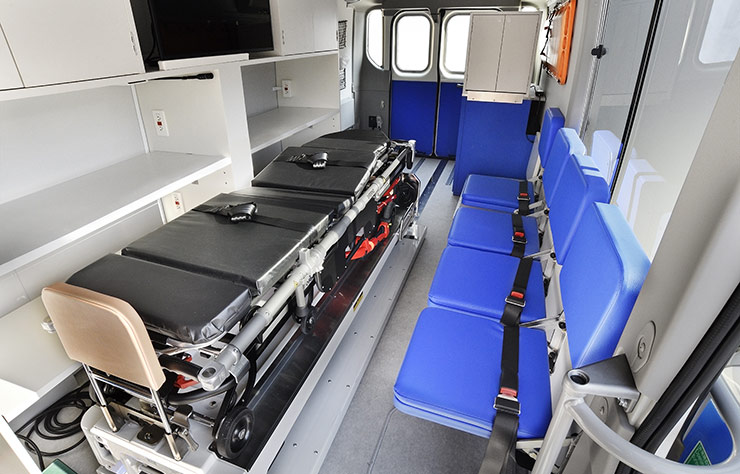 Clinique mobile à hydrogène de Toyota pour la croix rouge