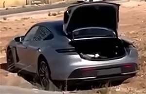 Un mauvais départ pour une Porsche Taycan