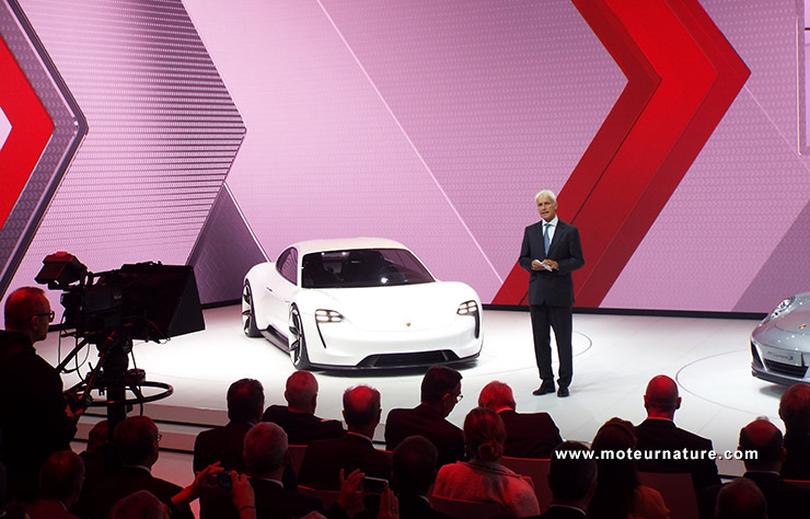 Matthias Muller présente le concept initial de la Porsche électrique