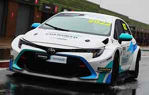 Premiers tests pour la Toyota Corolla hybride de compétition