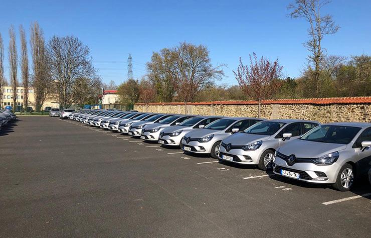 Flotte de Renault Clio donnée aux personnels soignants