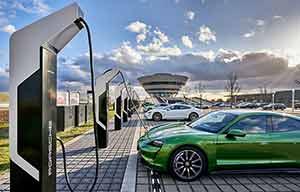Porsche ouvre la plus puissante station de bornes de recharge d'Europe
