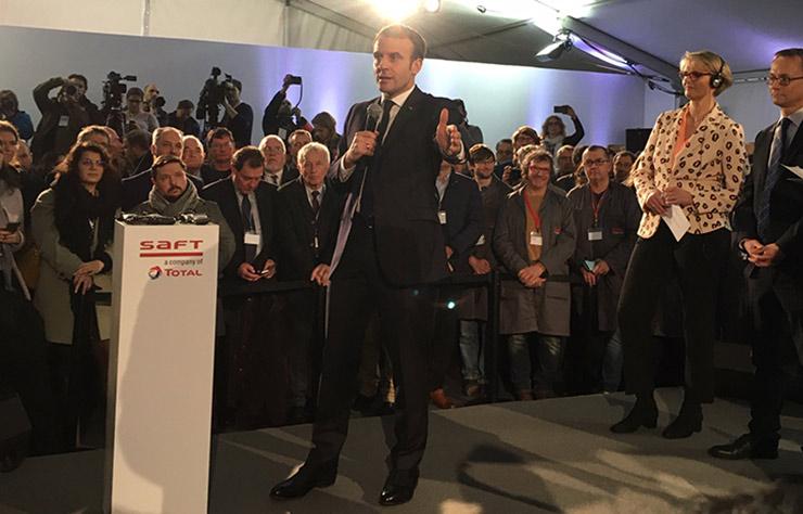 Le président Macron en visite à l'usine Saft