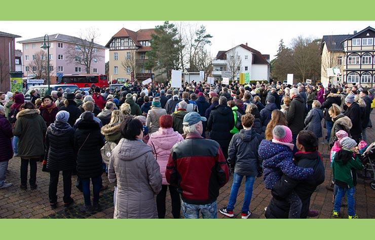 Manifestation contre Tesla en Allemagne