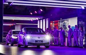 Voitures électriques: Volkswagen veut jouer plus gros