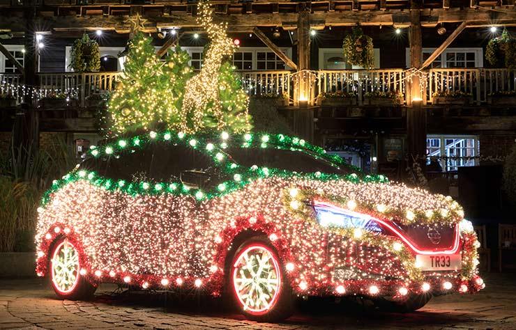 Une Nissan Leaf sapin de Noël