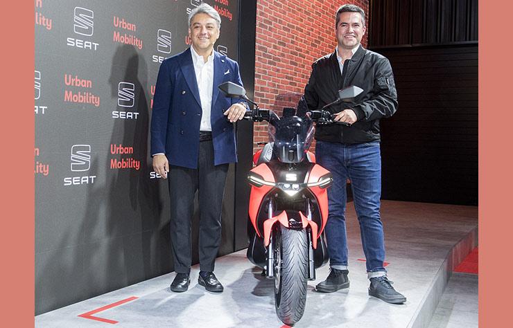 Luca De Meo présente le scooter électrique de Seat