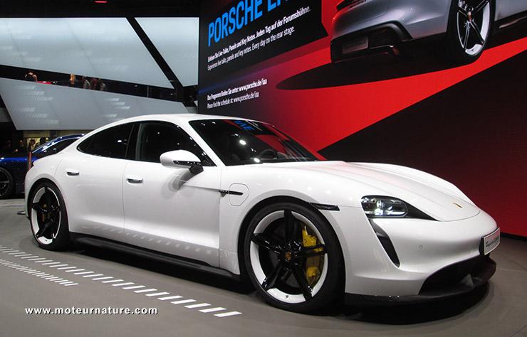 Porsche Taycan au salon de l'auto de Francfort