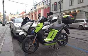 Prague: Skoda se lance dans le scooter-sharing