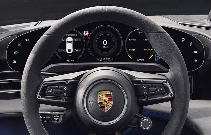 Tableau de bord de la Porsche Taycan électrique
