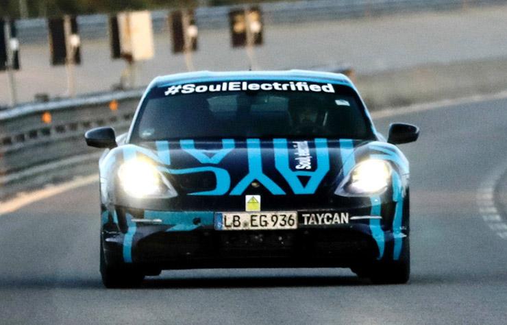 test d'endurance de la Porsche Taycan électrique sur le circuit de Nardo