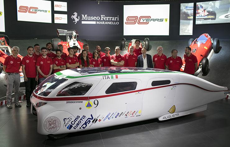 Voiture solaire Emilia 4 au musée Ferrari de Maranello