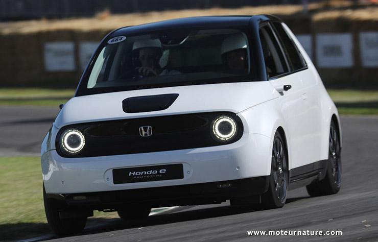 Honda e électrique sur le circuit de Goodwood