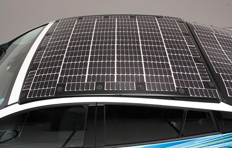 Prototype de Toyota Prius PHV avec cellules solaires Sharp