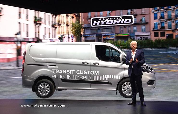 transit tourneo ford croit vraiment en l 39 hybride. Black Bedroom Furniture Sets. Home Design Ideas