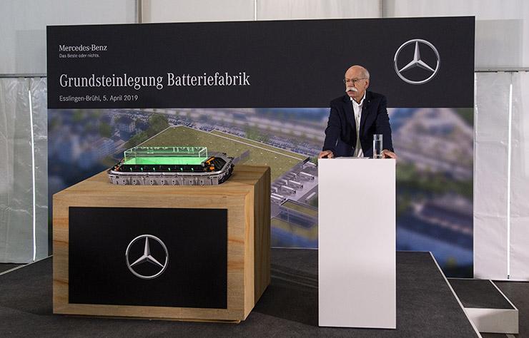 Dieter Zetsche annonce la construction d'une usine de batteries