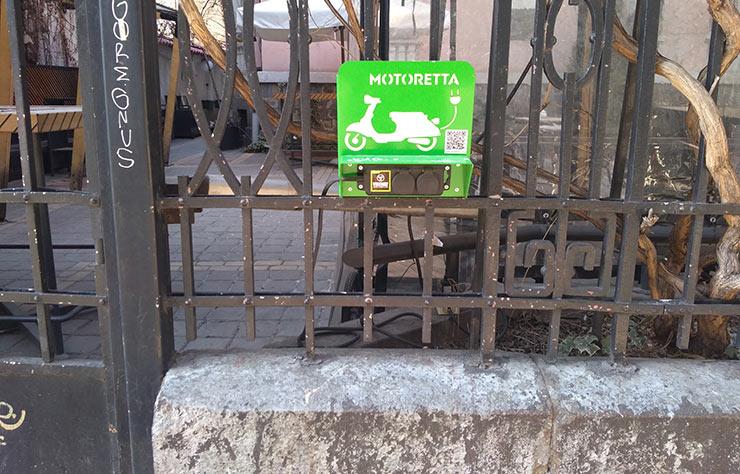 Borne de recharge rapide pour voitures électriques à Sofia, en Bulgarie