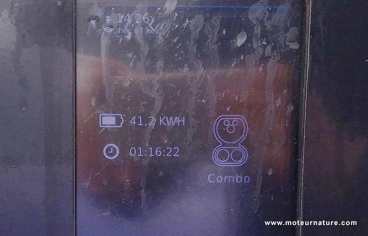 Borne de recharge rapide Corri-Door sur l'autoroute