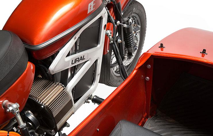 Prototype de moto électrique Ural avec sidecar