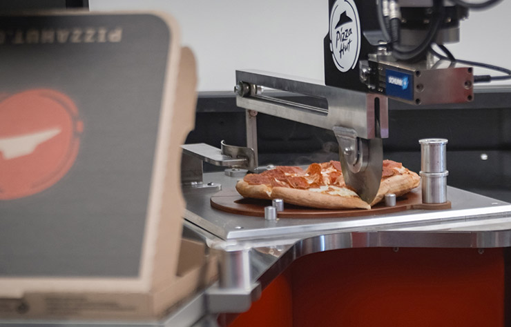 Pick-up Toyota Tundra à hydrogène faisant des pizzas