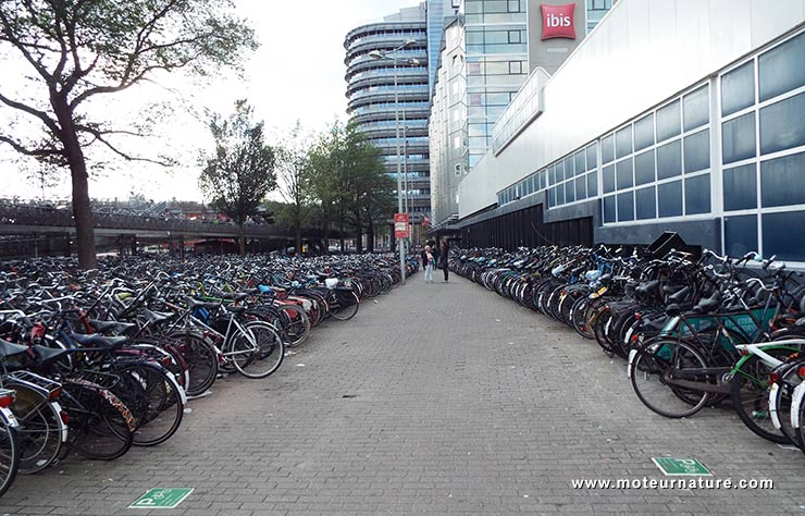 Parking à vélos à Amsterdam