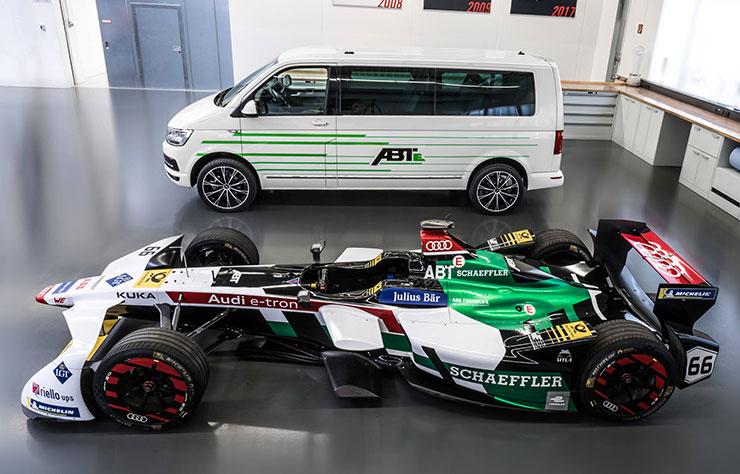 Volkswagen Transporter électrifié par ABT et voiture de course Formula E