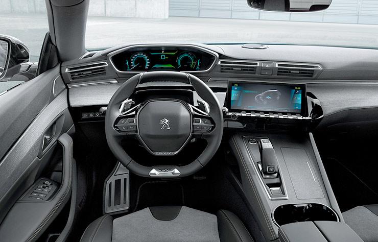 Intérieur d'une Peugeot 508 Hybrid4 PHEV