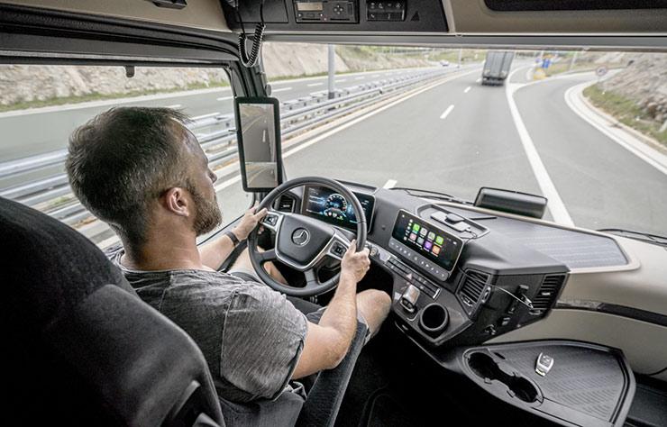 Mercedes Actros avec rétroviseur MirrorCam