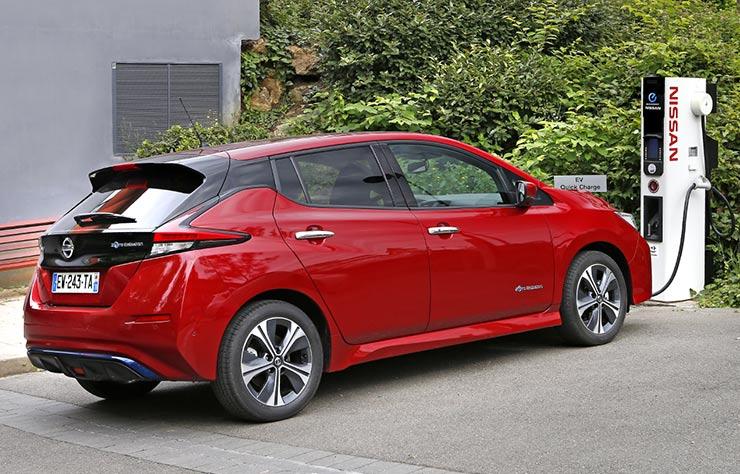 Nissan Leaf électrique à une borne de recharge Nissan