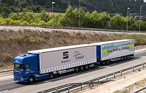 Sobre mais monstrueux, le Scania Duo Trailer pour Seat