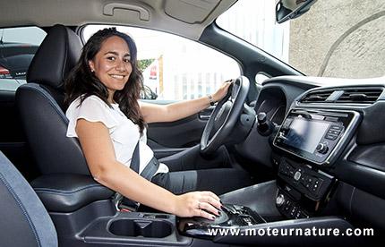 Susana de Mena et sa Nissan Leaf