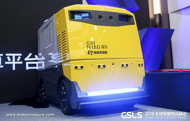 Véhicule autonome d'Alibaba avec les lidars de Robosense