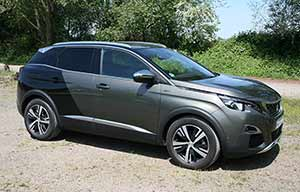 Marché auto: la Peugeot 3008 se vend mieux que la 208