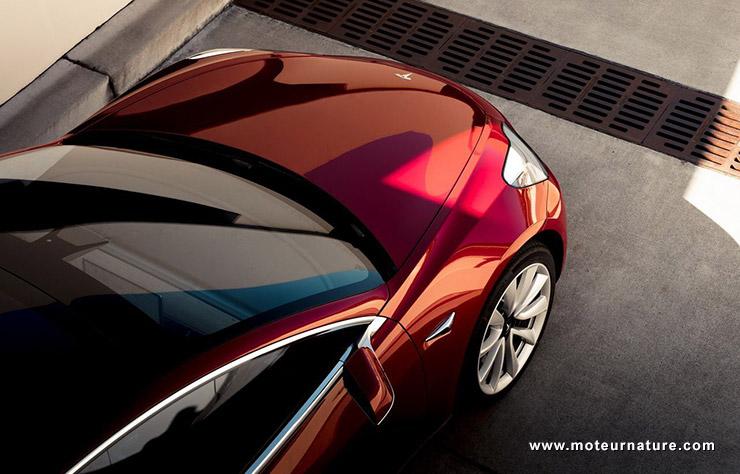 Une Tesla aurait démarré seule et causé un accident à Bruxelles