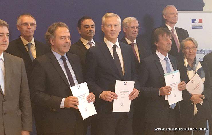 La filière automobile française, avec Luc Chatel, Bruno Le Maire, Nicolas Hulot Carlos Ghosn et Carlos Tavares