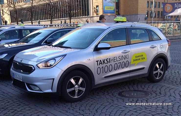 Kia Niro hybride taxi à Helsinki