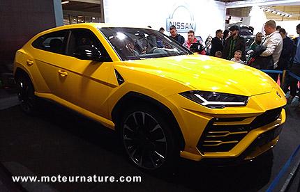 Lamborghini Urus au salon de l'auto de Riga