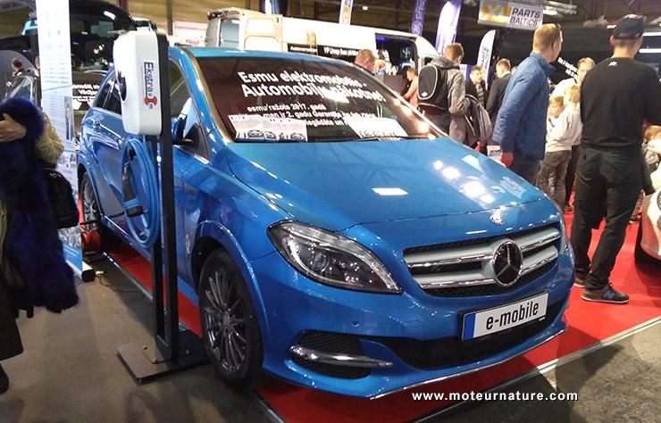 Mercedes classe B électrique au salon de l'auto de Riga