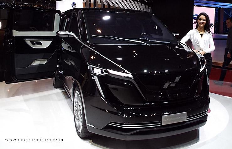 W Motors Minivan