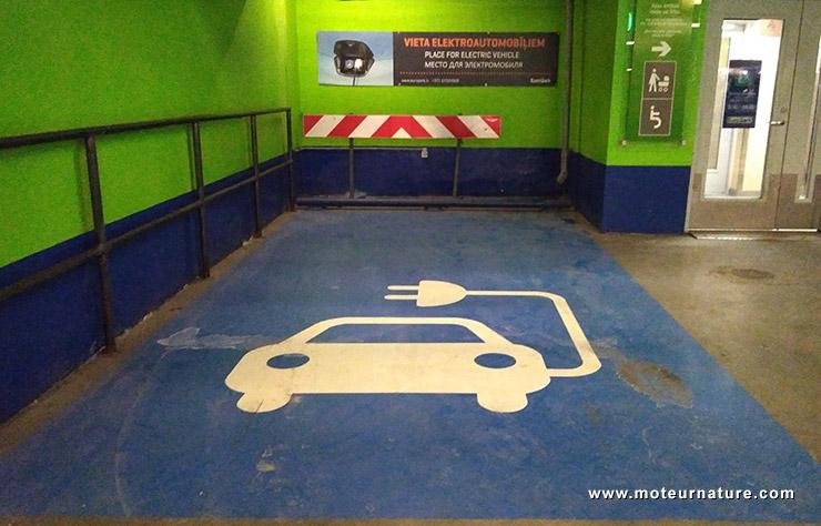 Place de parking pour voiture électrique à Riga