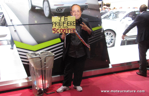 François Holland préfère son scooter