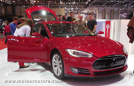 moteur garanti 8 ans r troactivement chez tesla. Black Bedroom Furniture Sets. Home Design Ideas
