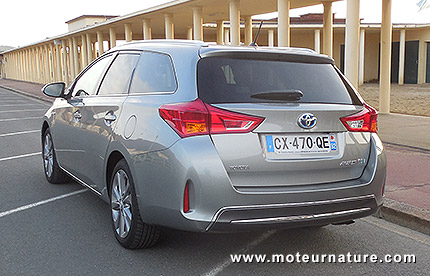 toyota auris touring sports hybride essai d taill. Black Bedroom Furniture Sets. Home Design Ideas