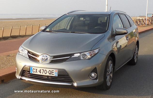 Toyota Auris Touring Sports Hybride Essai Detaille
