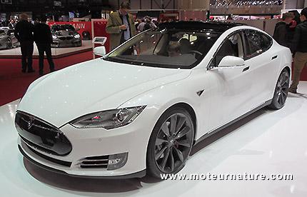 Tesla va renforcer son auto pour protéger la batterie